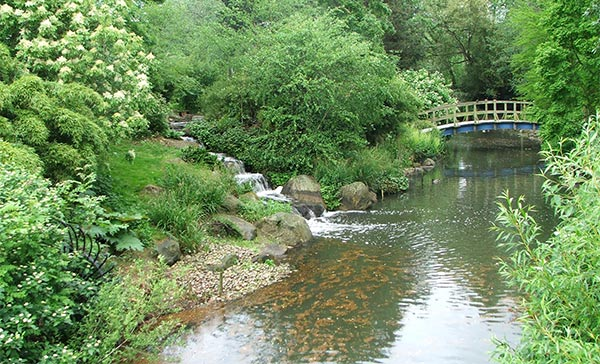 http://www.mooseyscountrygarden.com/botanical-gardens/regents-park-bridge.jpg