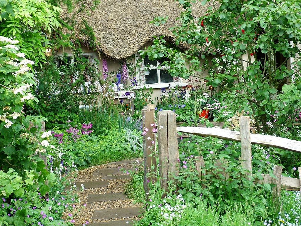 Chelsea pensioners garden for Cottage garden designs photos