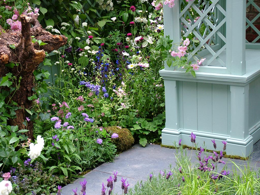 Backyard Landscaping Shows : Country garden decor ideas for