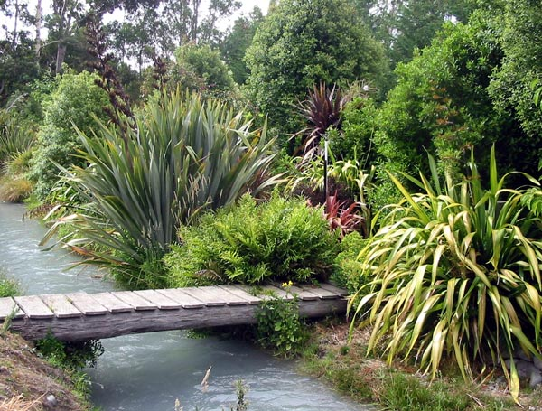 http://www.mooseyscountrygarden.com/garden-bridges/water-garden-border.jpg