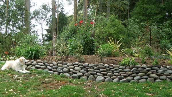 New stone wall for Rock wall garden designs