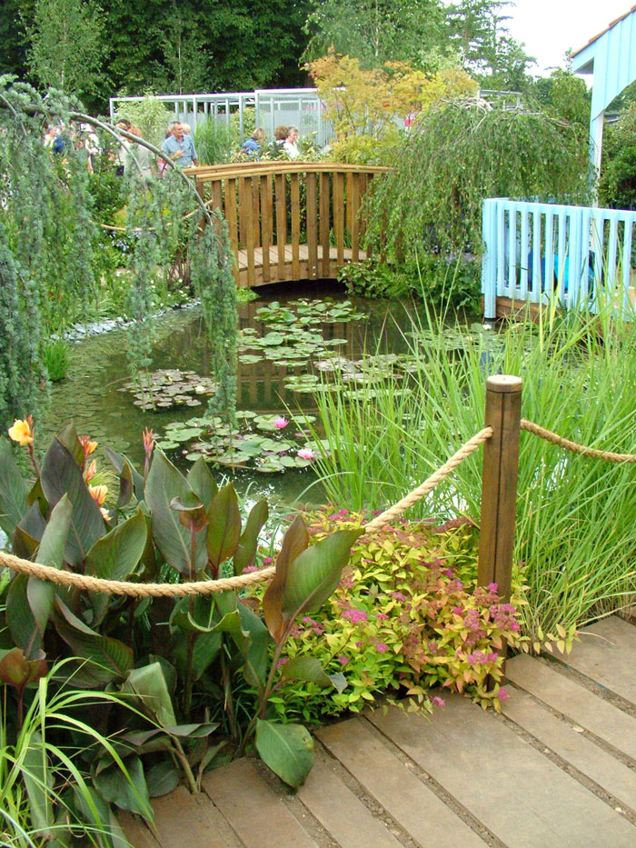 Hampton court flower show picture gallery 3 for Fish pond bridges